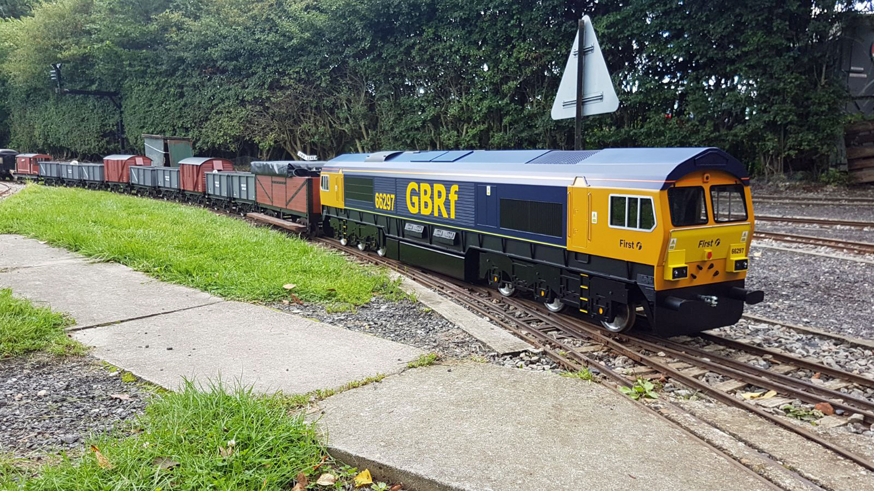 Class 66 66297 with wagon train